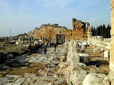Hierapolis_city_street_and_Byzantine_gate,_tb_n010301